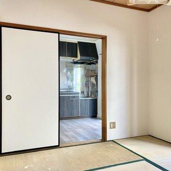 【和室】井草と白壁のコントラストが素敵。※写真は畳張替え前のものです