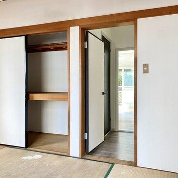 【和室】押し入れには布団などの大物もしっかり収納できそうです。※写真は畳張替え前のものです