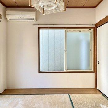 【和室】こちらも2面採光の空間ですよ。※写真は畳張替え前のものです