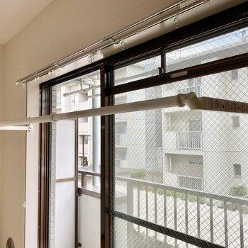 【ディティール】室内物干しがあるので雨の日のお洗濯も安心です。