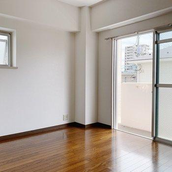 角部屋なので窓が2つ。明るいし、風通しも良いんです◯