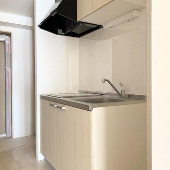 続いてキッチン。洋室と分かれているのでお料理の匂い移りの心配もありません。(※写真は3階の反転間取り別部屋のものです)