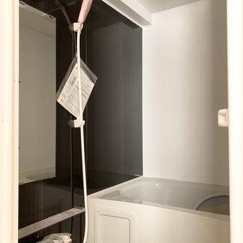 浴室乾燥機付きが嬉しいお風呂。(※写真は3階の反転間取り別部屋のものです)