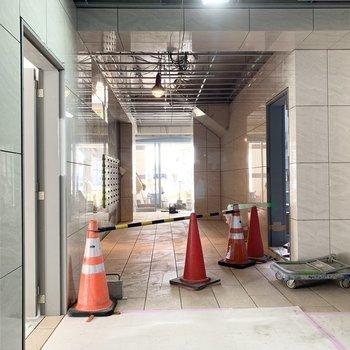 1階エントランスもちょうど工事中でした。