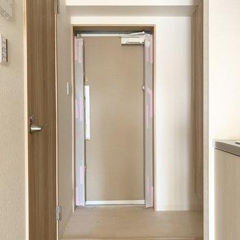 さて、室内の最後は玄関を。(※写真は3階の反転間取り別部屋のものです)