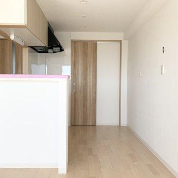 LDKに戻ってキッチンへ。こちらの間仕切りには可動棚が設置される予定です。