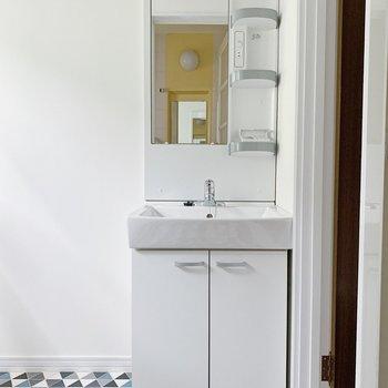 洗面台は収納も大きくて便利ですね。