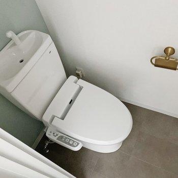 トイレはピカピカ。ウォッシュレットつきです!