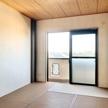 【和室】畳は茶色っぽい色味でした。