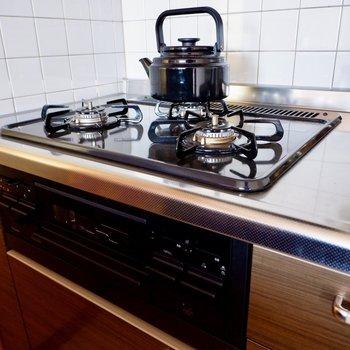 【LDK】3口コンロで並行調理もラクラク。たまにはお魚も焼いてみたり。