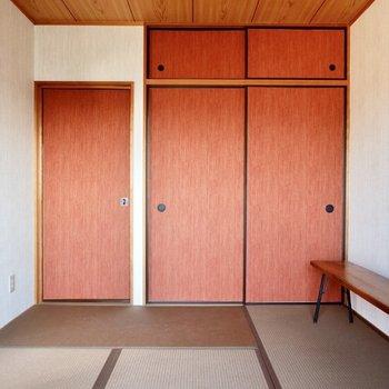 【和室】ふすまや畳の色合いで紅葉を思い起こしそう。