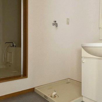 左には洗濯機置き場。