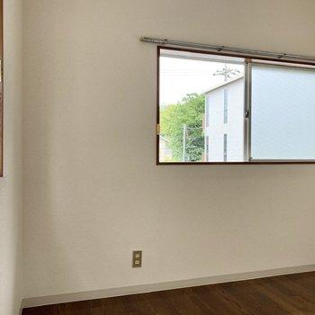【洋室4帖】こちらも2面採光の空間ですよ。