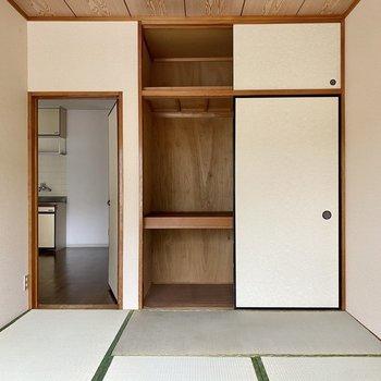 【和室】こちらの収納スペースは押入れタイプ。