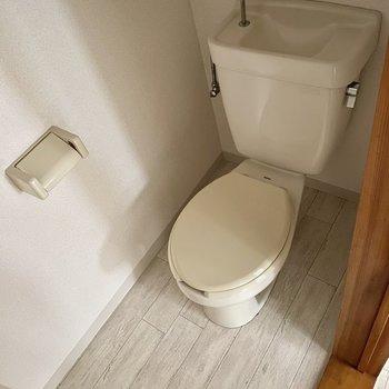 お手洗いはシンプルに。 ※写真は通電前のもの・一部フラッシュを使用しています