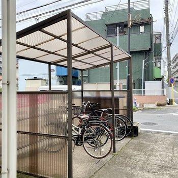 駐輪場(空き要確認)。屋根があるので雨の日も安心ですね。
