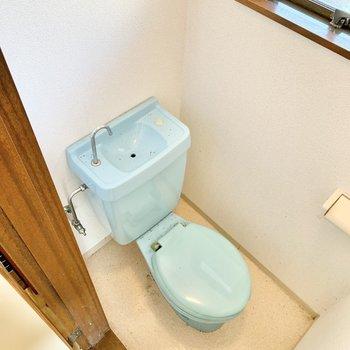 トイレも浴槽と同じ色合いなんです。