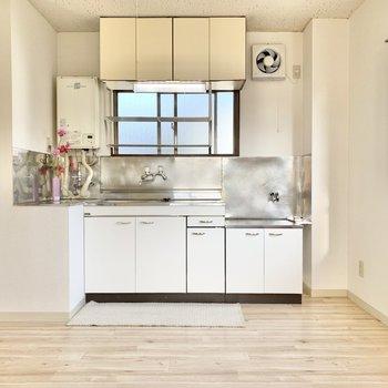 【キッチン】シンプルなキッチンスペースです。