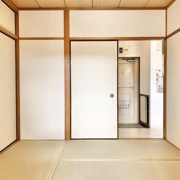【和室②】先ほどと比べ、こぢんまりとした和室です。