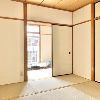 【和室②】引き戸を開ければ陽光も入ってきます。