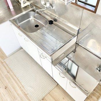 【キッチン】調理スペースはしっかり確保されています。