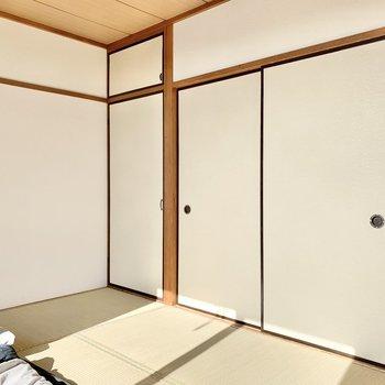 【和室①】隅に収納が付いています。
