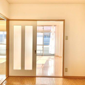 【DK】扉を開けたままだとここまで日差しが届きます。