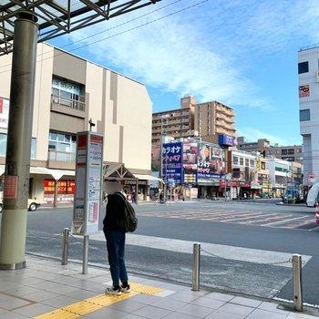 駅周辺には飲食店やクリニック、スポーツクラブなどがあって程よく賑わっています。