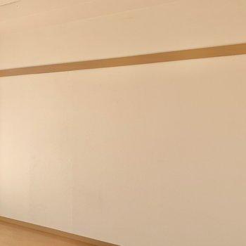 【洋室】長押を活用して、お部屋に彩りをプラス。