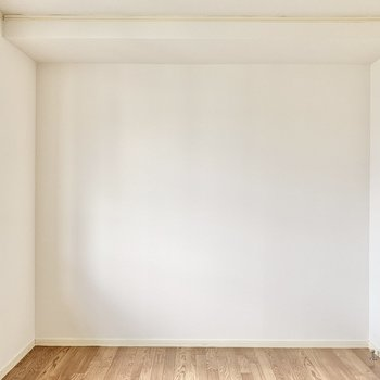 【洋室】子ども部屋や趣味部屋にいかがでしょうか。ベッドを置いて寝室にするのも◎