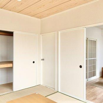 【和室】押入れには布団や衣類がしまえそうです。※家具はサンプルです