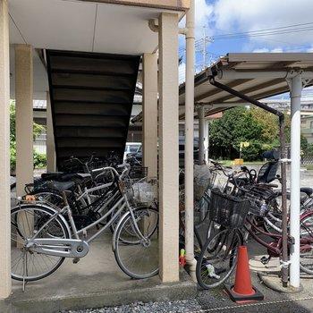 自転車はこちらに。