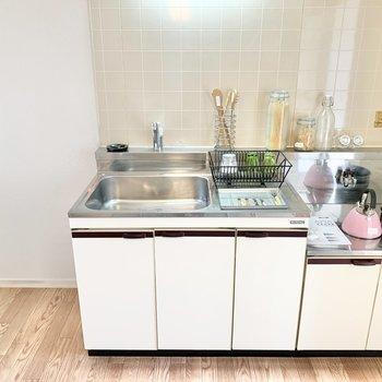 【DK】キッチン横に冷蔵庫が置けますよ。※家具はサンプルです