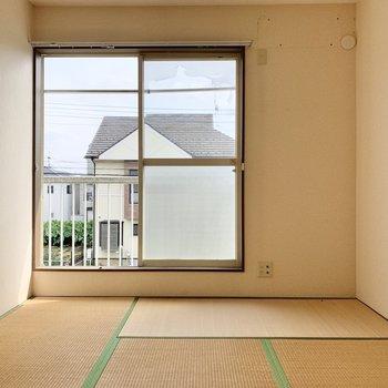 【和室】お隣は和室です。