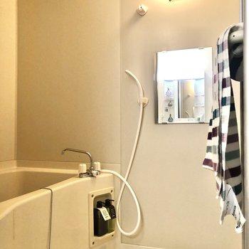 お風呂は至ってシンプル。※家具・インテリアはサンプルです