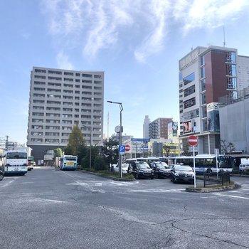 金町駅前には大きなロータリーが広がります。