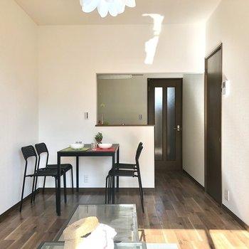 【LDK】奥行きのある空間です。※家具・インテリアはサンプルです