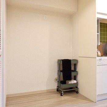 横には冷蔵庫と、ラックも設置できそうです。
