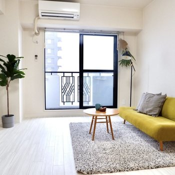 洋室は約7.7帖の広さがあり、家具の配置がしやすそうです。