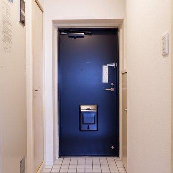 玄関はシンプルかつ、窮屈さを感じさせない造り。