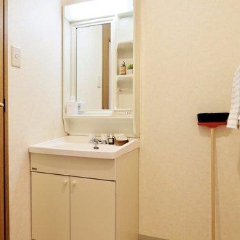 洗面台はシンプルで使いやすいつくり。