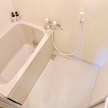 浴室はシンプルな造りです。