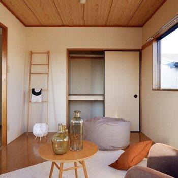 【洋室南】収納スペースは押し入れタイプで、布団なども大物収納できますよ。
