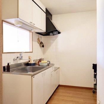 【LDK】ホワイトのワイドなキッチン。