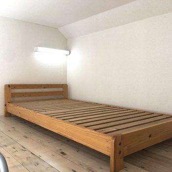 【ロフト】ベッドも置けるゆとりがあります。
