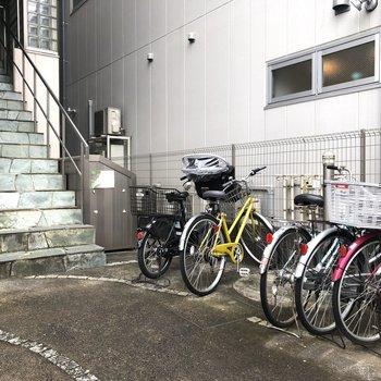 駐輪スペースもありますよ。
