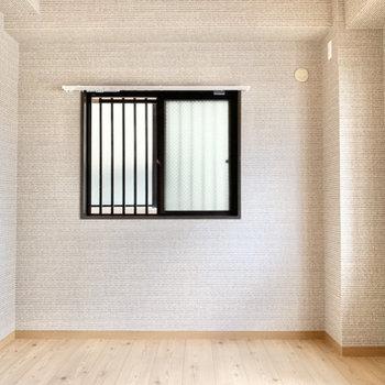 【洋室】落ち着いた雰囲気のあるお部屋です。
