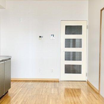 【和室】角に冷蔵庫を置けますよ。