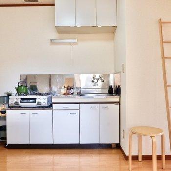 ホワイトの清潔感あるキッチンがいいですね。