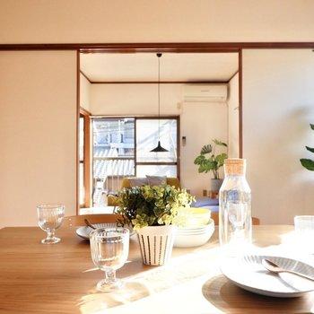 【洋室4.5帖】ガラスの食器で透明感を演出。